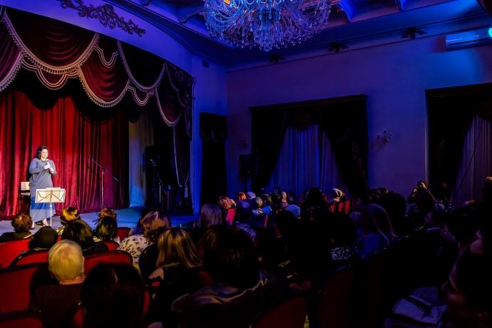 В Театре поэзии прошёл концерт «Женщина-женщина» Халиды Абуевой | Новости |