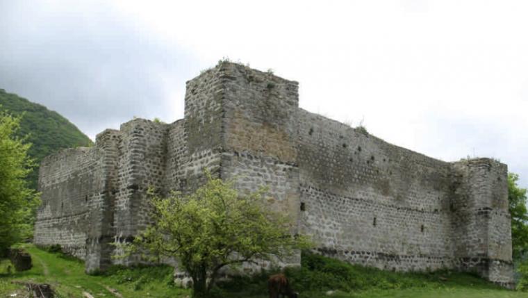 Крепость семи братьев и одной сестры в Табасаранском районе