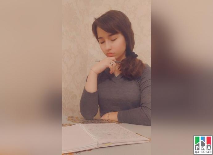 16-летняя школьница из Дагестана пишет художественную книгу на 500 страниц | Новости |