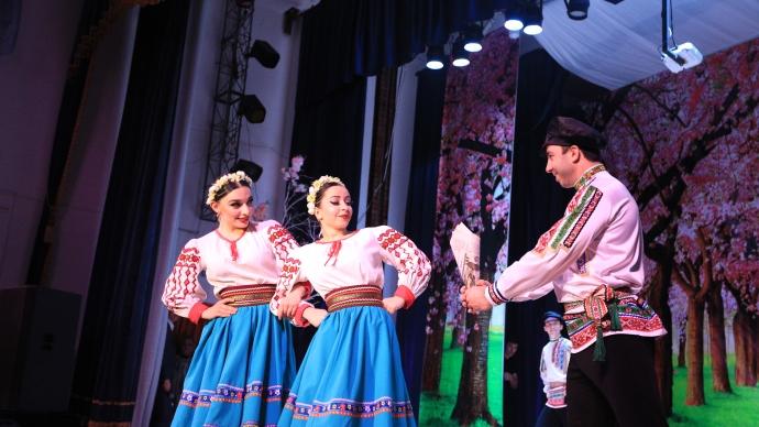 В Хасавюрте прошел концерт, приуроченный к Международному женскому дню | Новости |