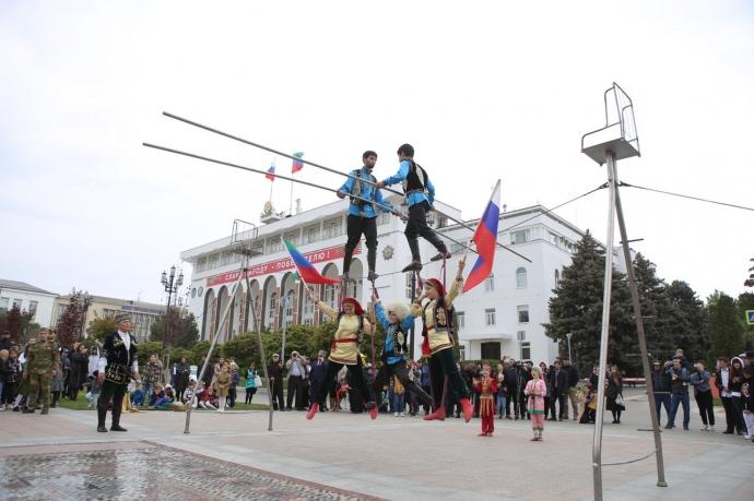9 мая, в День Победы, в столице республике на площади им.Ленина прошел Республиканский фестиваль народной культуры «Традиции отцов» | Новости |